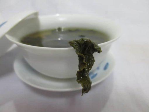 laisser infuser les feuilles de thé