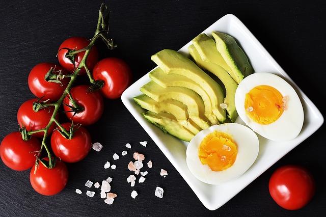 avocat tomates vitamine A pour cheveux en bonne santé